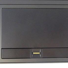 großes Touchpad mit Fingerabdrucksensor