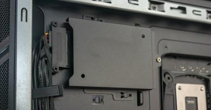 Eine zusätzliche SSD könnt ihr auf der Rückseite des Mainboards einbauen