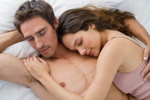 couple-sleeping_main