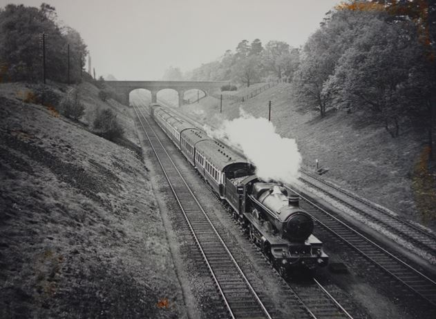 GWR 4-6-0 locomotive Knight of Liège seen near Ruscombe (National Railway Museum archives)