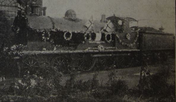 Locomotive No.2275 Edith Cavell decorated in 1916 (LNWR Gazette, December 1916)