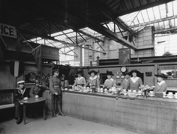 Ladies serving Sailors and Soldiers at Paddington Station c.1914