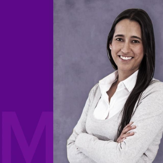 Ximena Castro, Marketing Manager de Nu, despliega su sonrisa frente a la cámara.
