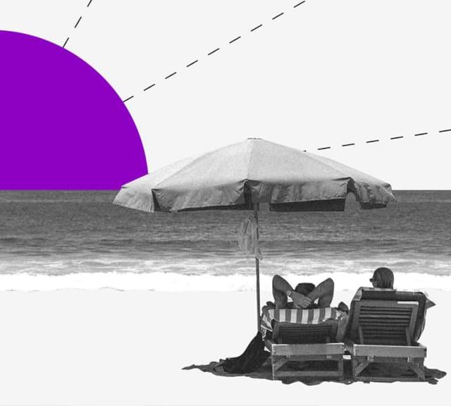 Clientes Nubank disfrutan de la libertad financiera en la playa, mientras observan un sol de color morado.