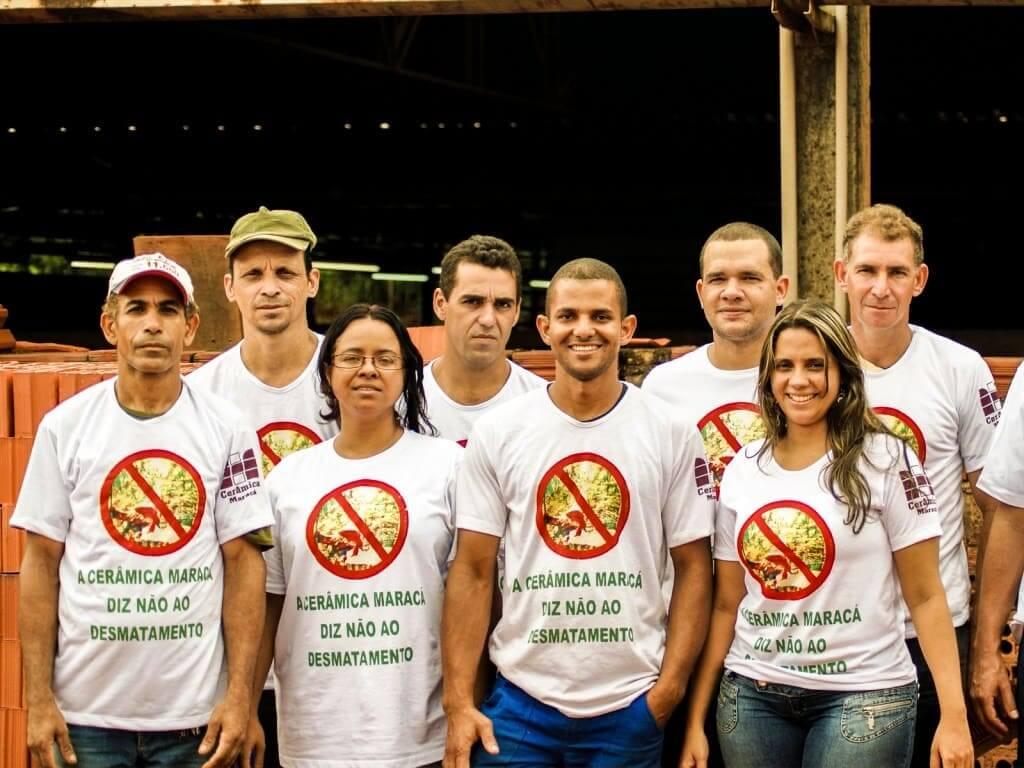 Nu reduce a cero sus emisiones de carbona : Equipo de Cerâmica Maracá en Brasil