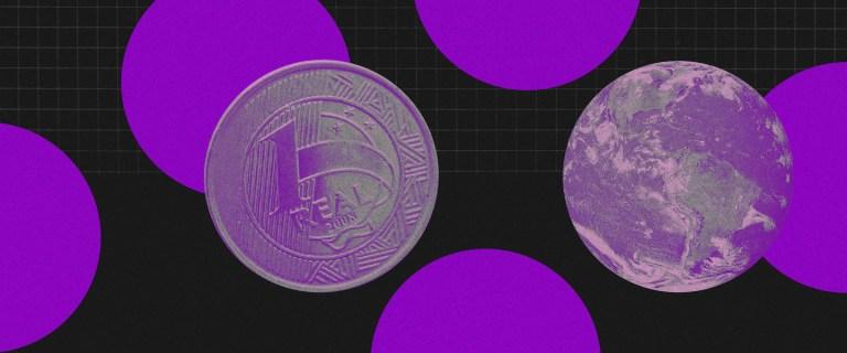 Fundo preto com cinco grandes círculos roxos espalhados. Na frente, uma moeda de um real roxa e um globo terrestre roxo.