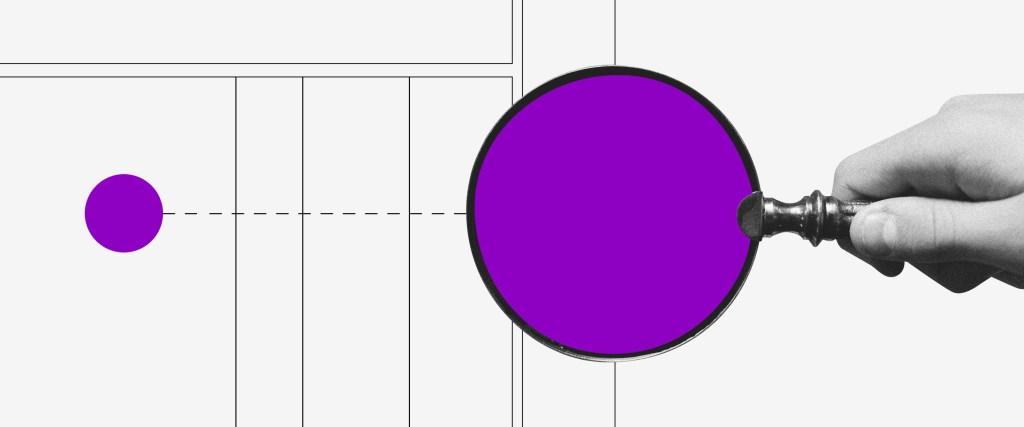 Finanças pessoais: uma lupa roxa segurada sobre uma tabela