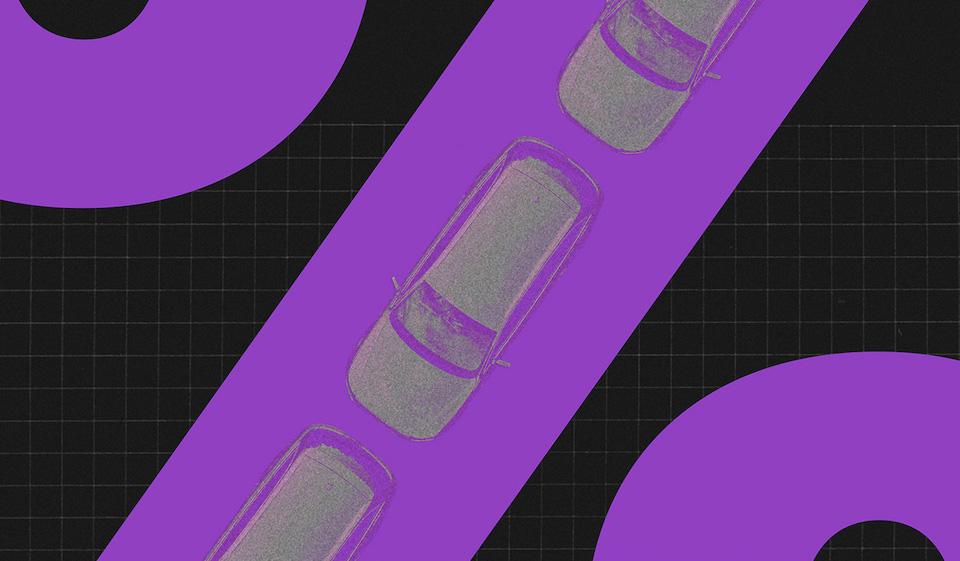 IPVA 2020: três carros enfileirados sobre uma passarela roxa