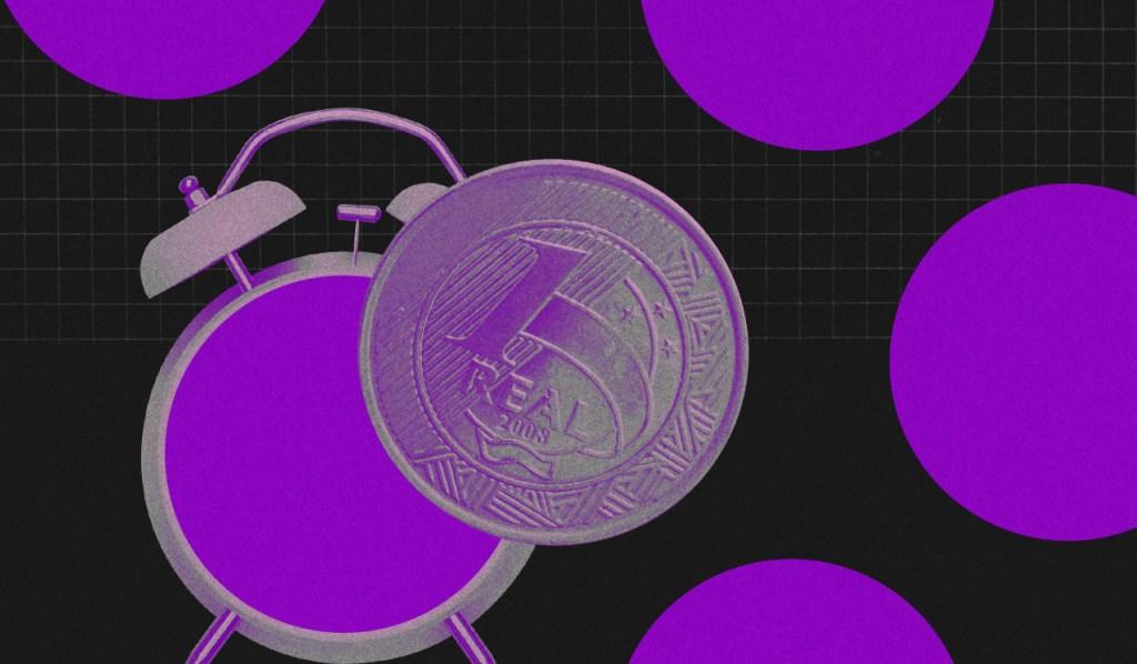 limpar nome sujo: relógio roxo com despertador com uma moeda de um real na frente