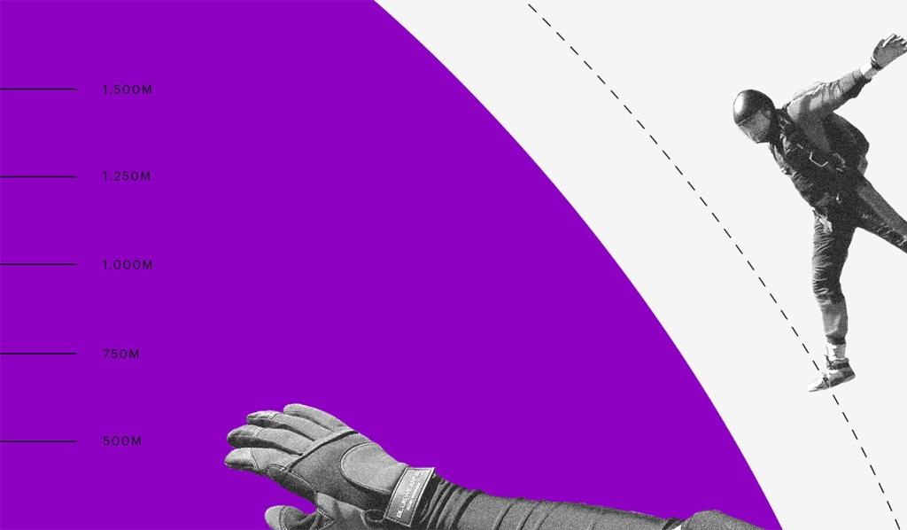 O que é ser empreendedor: no fundo branco, no lado esquerdo, recorte em preto e branco de um homem em queda livre antes de abrir o para quedas. No lado direito da imagem, o pedaço de um círculo roxo com uma mão e números de altitude.
