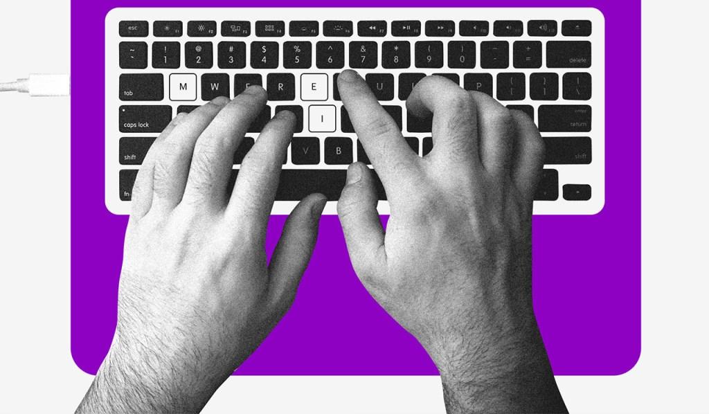 Cadastro único: duas mãos digitando