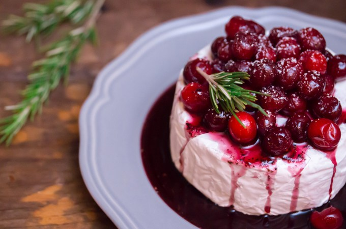 Baked Brie WIth Wine-Poached Cranberries