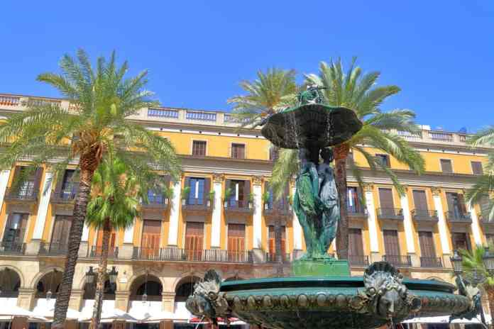 Plaça Reial (Reial Meydanı) Madrid
