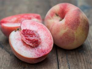 White peaches from Natoora