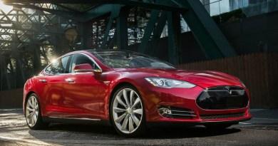 Tesla sigue en pérdidas