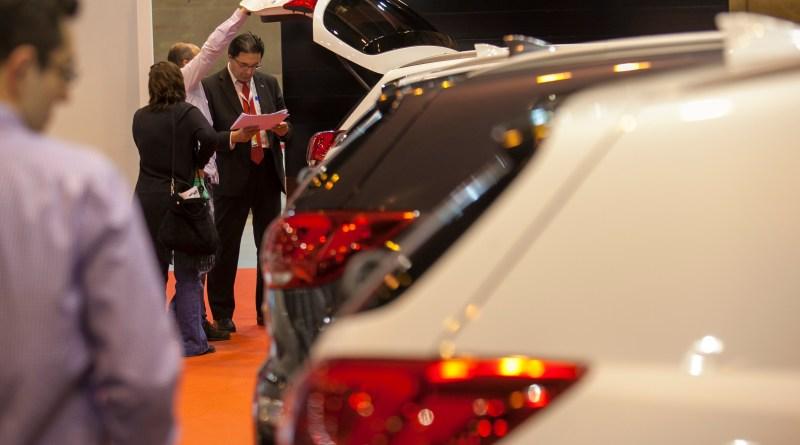 Los españoles son los europeos que más tardan en decidir por la compra de un coche