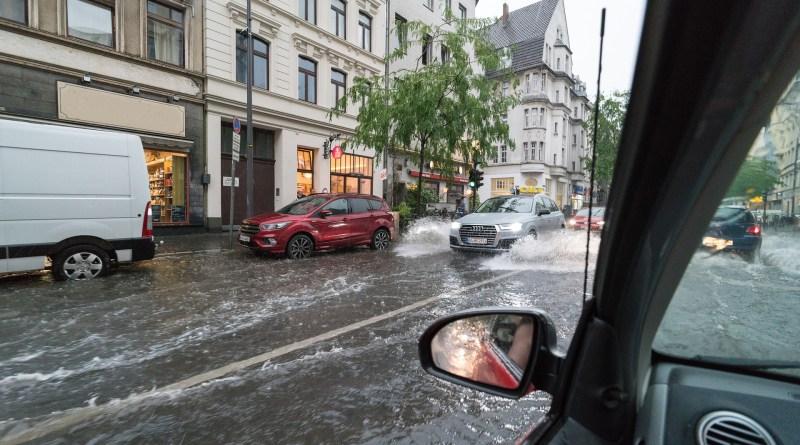 Una riada en coche es una situación impredecible y de grave peligro