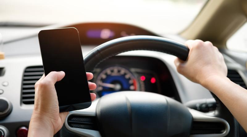 El uso del móvil al volante es la distracción más peligrosa en el siglo XXI