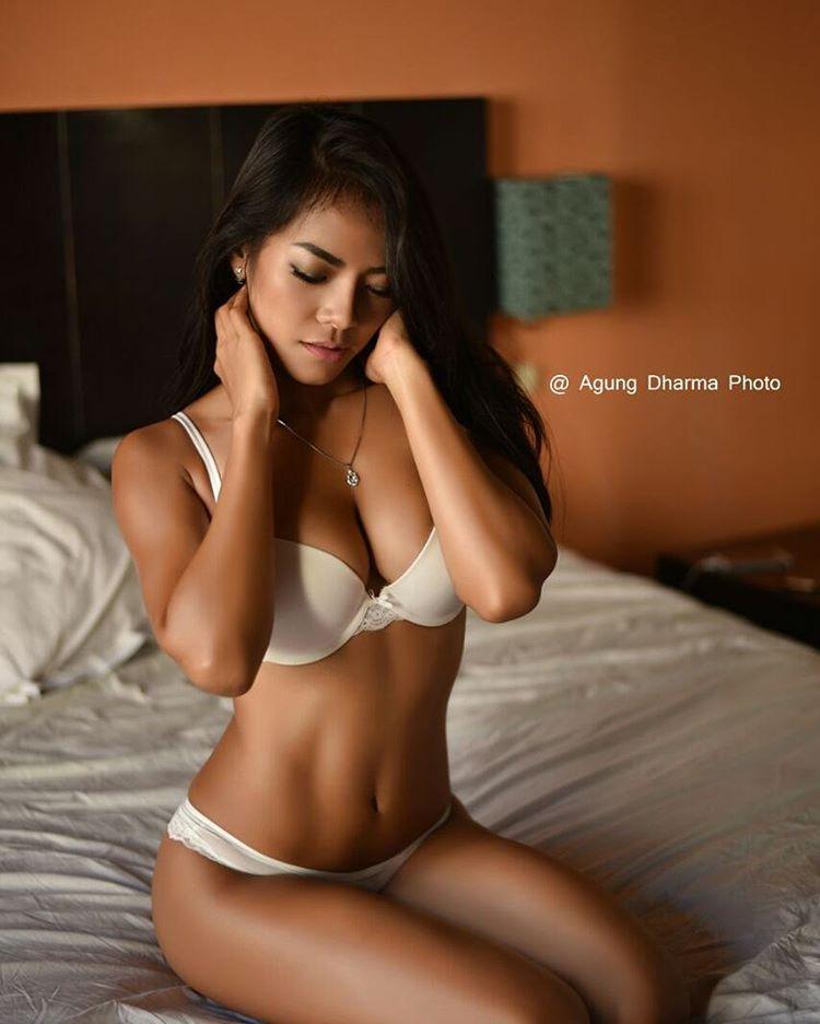Indonesian-model-Bella-Chan-by-ohfree.net-37 Indonesian model Bella Chan nude sexy photos leaked