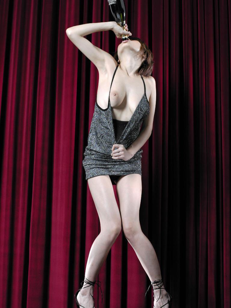 Former-AV-idol-Nana-Natsume-nude-014-by-ohfree.net_ Japanese film actress, former AV idol Nana Natsume nude sexy leaked