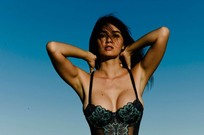 Sara-Malakul-Lane-leaked-nude-sexy-013-by-ohfree.net_ Guam-born English-Thai actress and model Sara Malakul Lane leaked