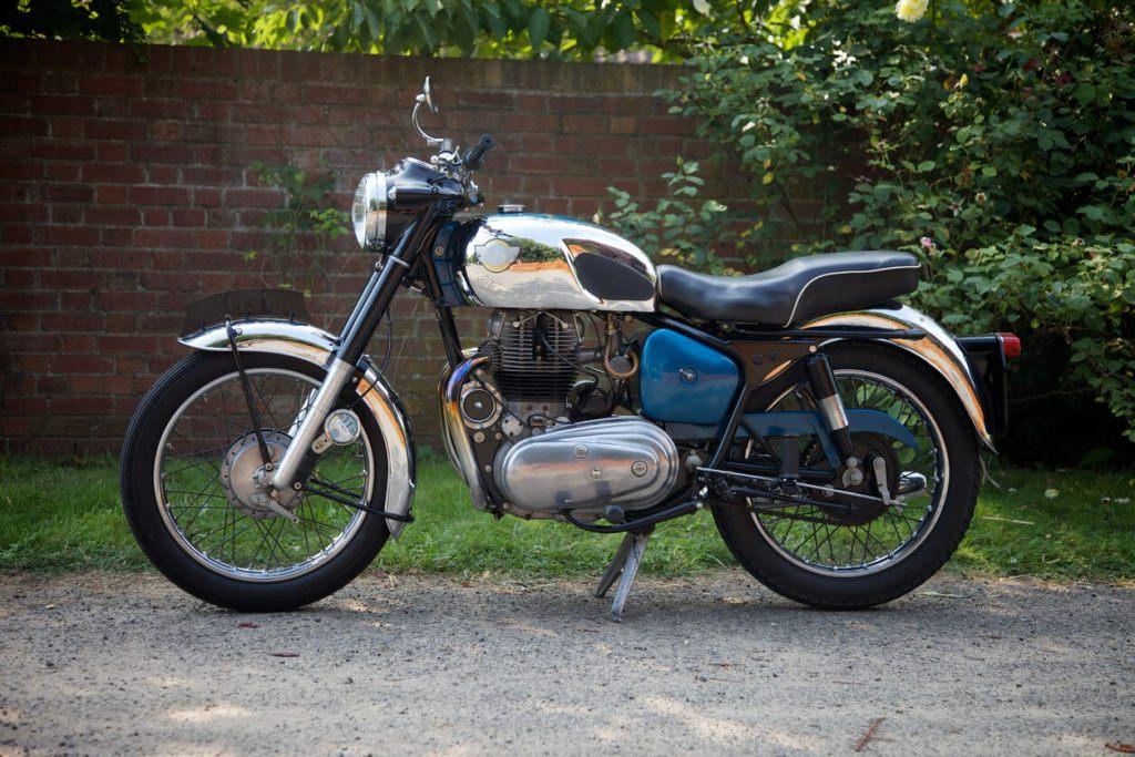 Guia passo a passo para restaurar motos antigas title