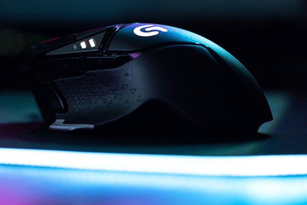 Rato gaming preto e roxo