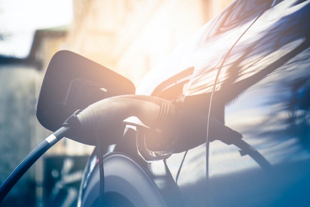 Carros elétricos, híbridos e híbridos plug-in: descobre as diferenças title