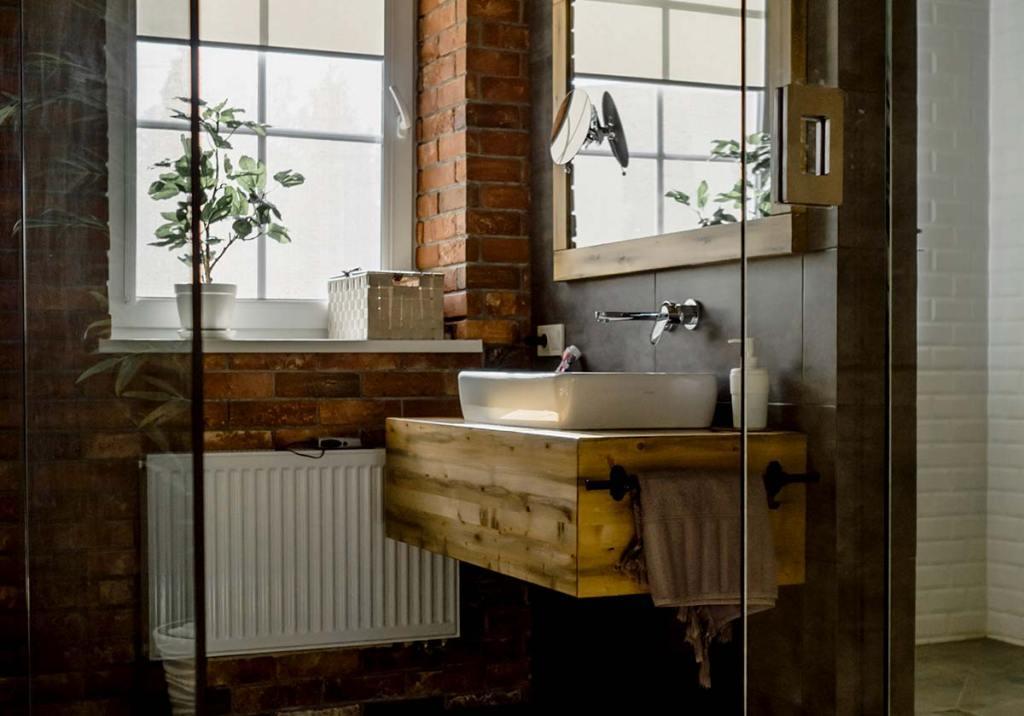 Dicas para remodelar a casa de banho com um orçamento pequeno title