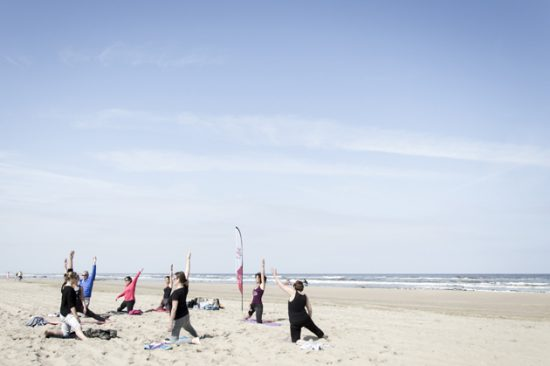 Beach Bliss strand yoga - Karina Delfos Yoga Lifestyle