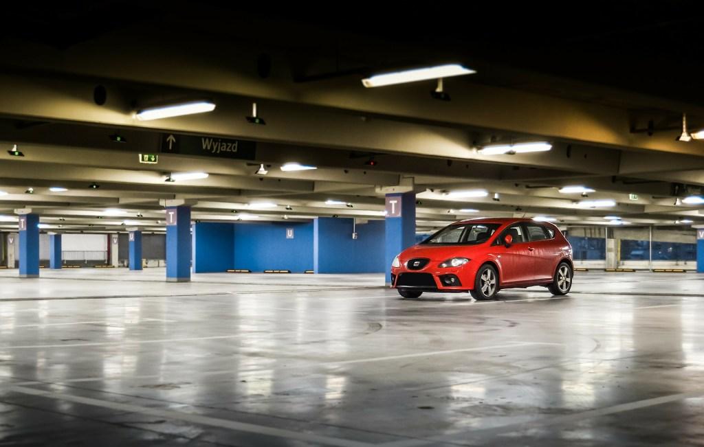 Garez votre voiture dans un parking d'immeuble