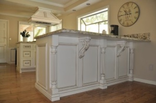 Modified Bar Corbel with Acanthus Leaves & Classic Reeded Island Post