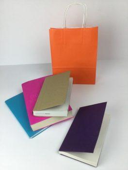Papiertaschen um Bücher und Hefte der Kinder zu schonen