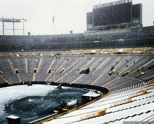 Snow falling in the bowl at Lambeau Field at approx. 1 p.m. CST