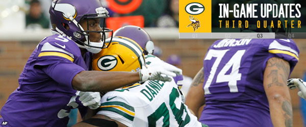 Vikings QB Teddy Bridgewater sacked by Packers DT Mike Daniels