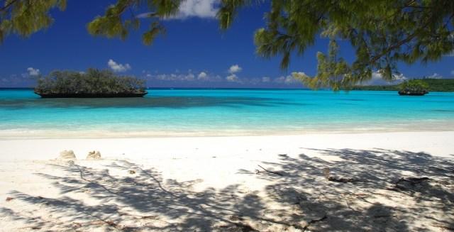 new-caledonia-beach-ocean