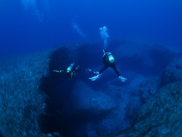 Two divers with deep diver certification