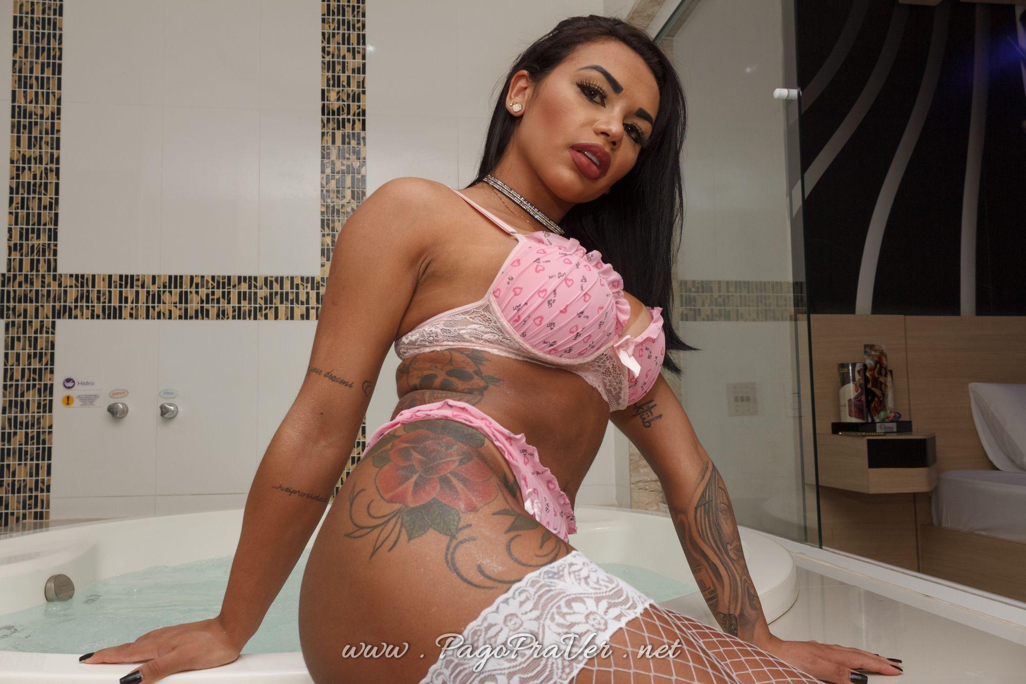 @pattysanxess lingerie na banheira