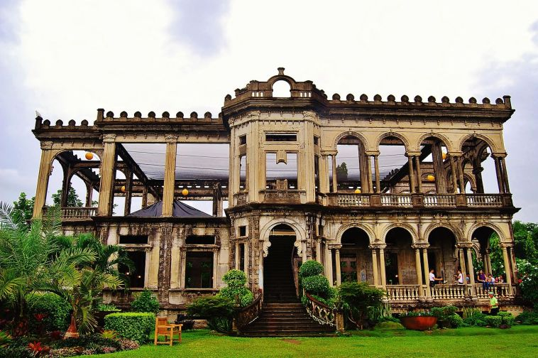 1280px-The_Ruins_of_Bacolod