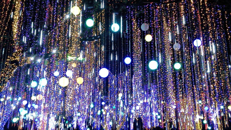 ayala_triangle_light_show