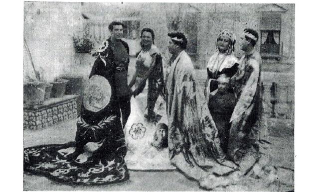 Los Emperadores de la Dinastía de los Flavios se fotografían junto a Cleopatra momentos antes de la procesión.