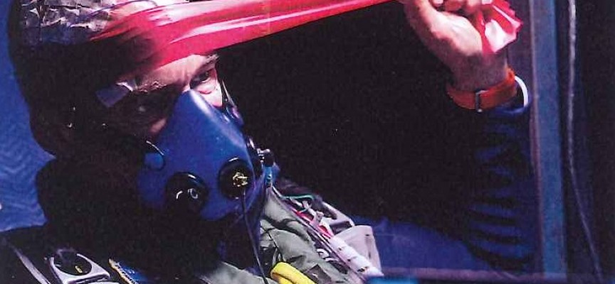 Des élastiques pour solliciter toutes les parties du corps (ph.Fred Merz/Rezo.ch/SolarImpulse).
