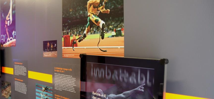 Dans l'expo Sport du Pass, le mur des médias aborde les questions de société à travers l'histoire des JO.