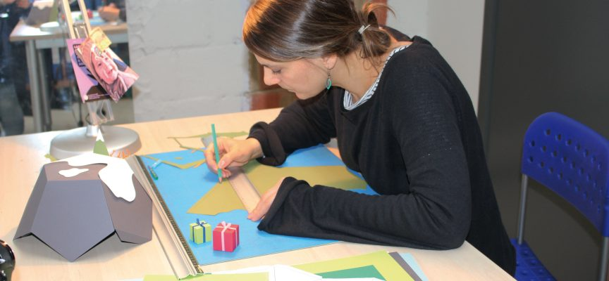 Christelle prépare la campagne de Noël.