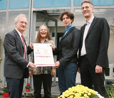 Wolfgang Feist and Witta Ebel recieve their Passive House Plus certificate