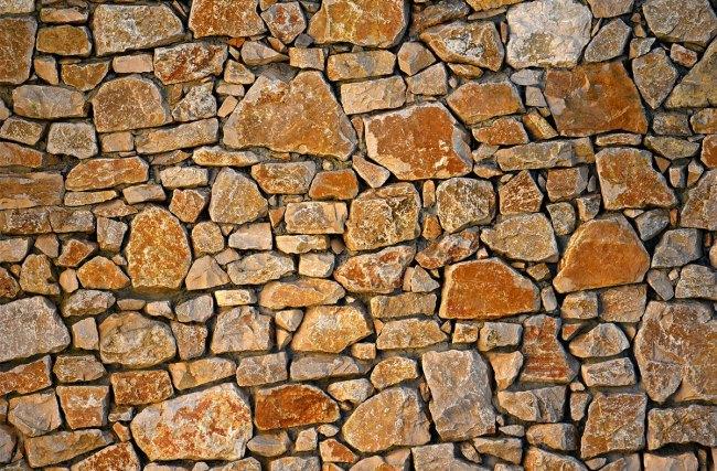 Você sabe a diferença entre as pedras naturais e as feitas por industrias? Nós explicamos as diferenças!