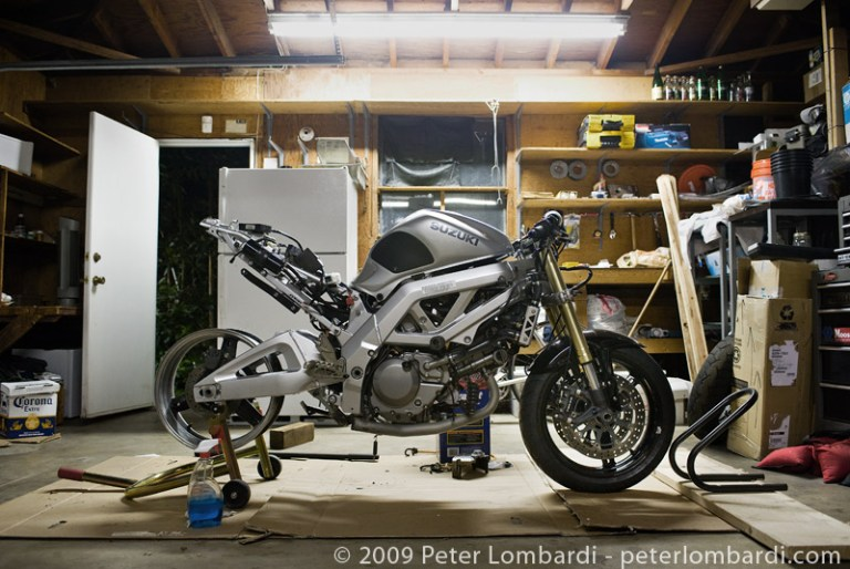 sv's got a new swingarm… and some tokicos…