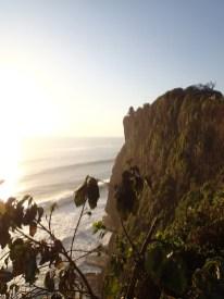 Blick auf die Klippen des Uluwatu Tempels