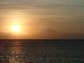 Sonnenuntergang mit Mt. Agung, von der Sunset Bar