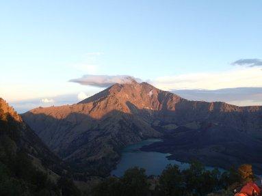 Endlich kurz vor Sonnenuntergang lässt sich der Gipfel blicken